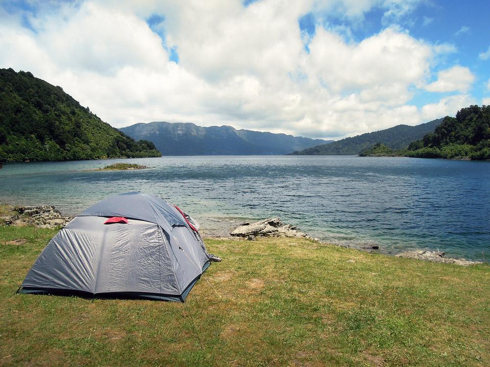 Lake-Waikaremoana-Neuseeland-tent